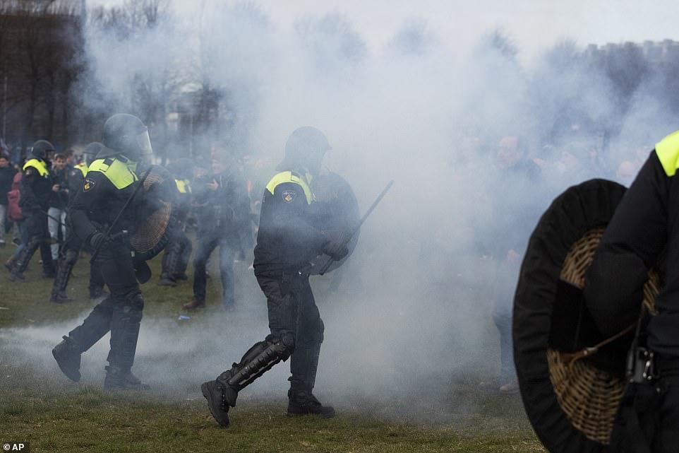 dutch police smoke